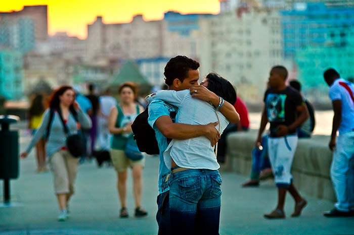 Young lovers on Havana's Malecón seawall.